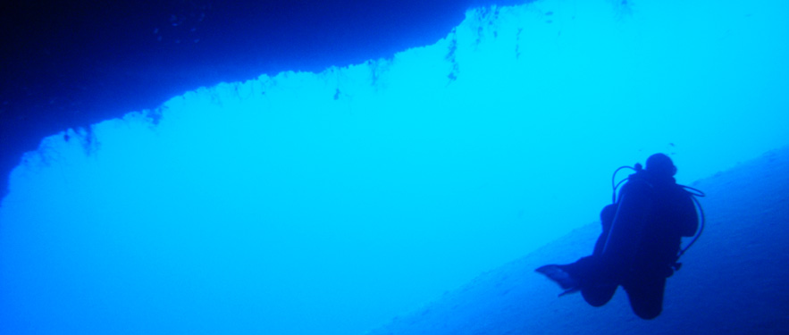 Schwerelos-Tauchen-Meer-Blo